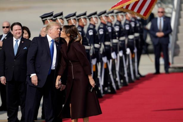 поцелуй дональда и мелании трамп