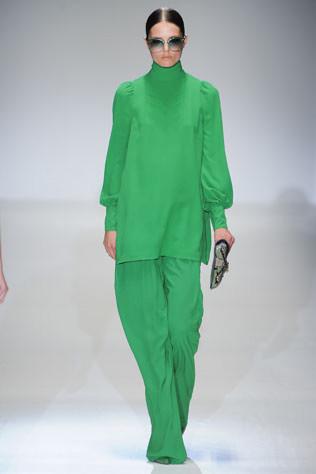 Тренд: изумрудно-зеленый цвет - как и с чем носить - фото №11