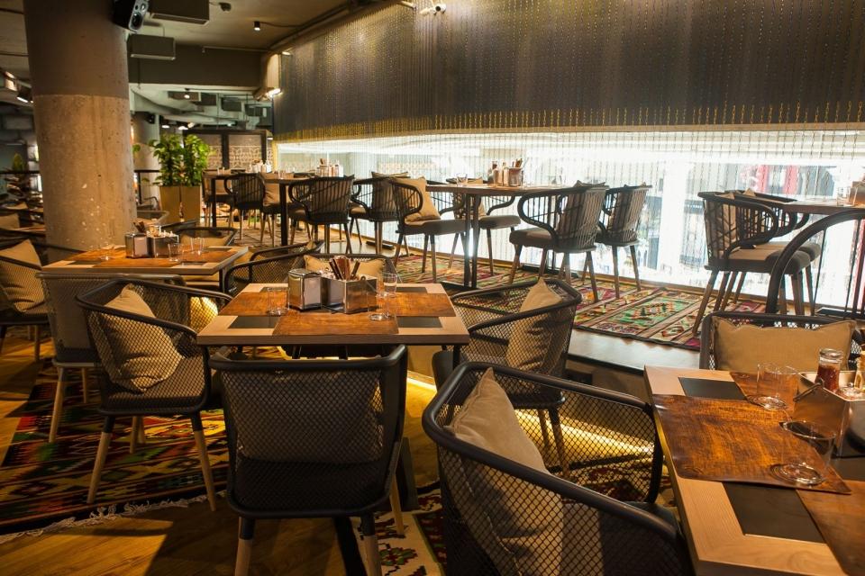 Ресторан с особенной историей и неординарными украинскими блюдами, в который можно зайти только по паролю: «Остання Барикада» - фото №4