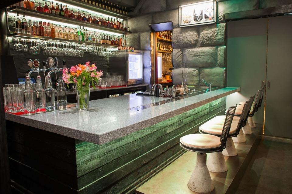 Ресторан с особенной историей и неординарными украинскими блюдами, в который можно зайти только по паролю: «Остання Барикада» - фото №11