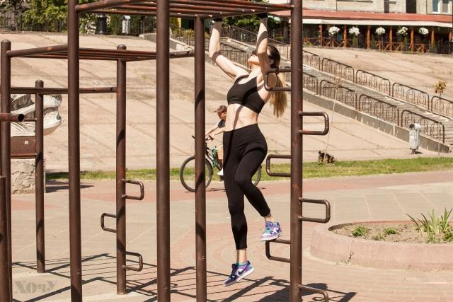 Тренер говорит: комплексная тренировка с подтягиваниями для верхней части тела (качаем мышцы рук, плечей, спины) - фото №8