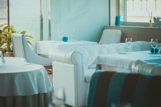 Куда пойти, когда хочется чего-то необычного: суши с золотом в ресторане NEBO - фото №1