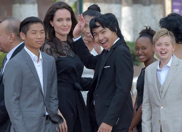 джоли с детьми в камбодже