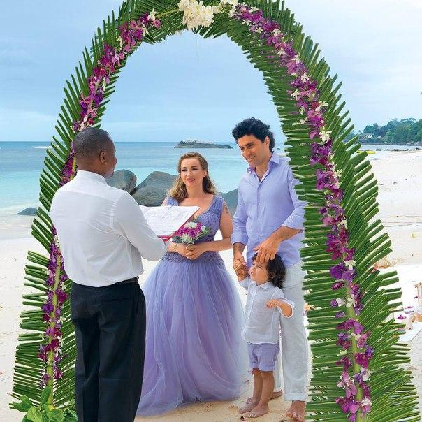 Анфиса Чехова показала свадебные фото: Сейшелы, шелковый пеньюар и отказ от туфель - фото №5