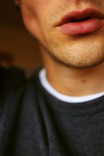 мужские губы фото