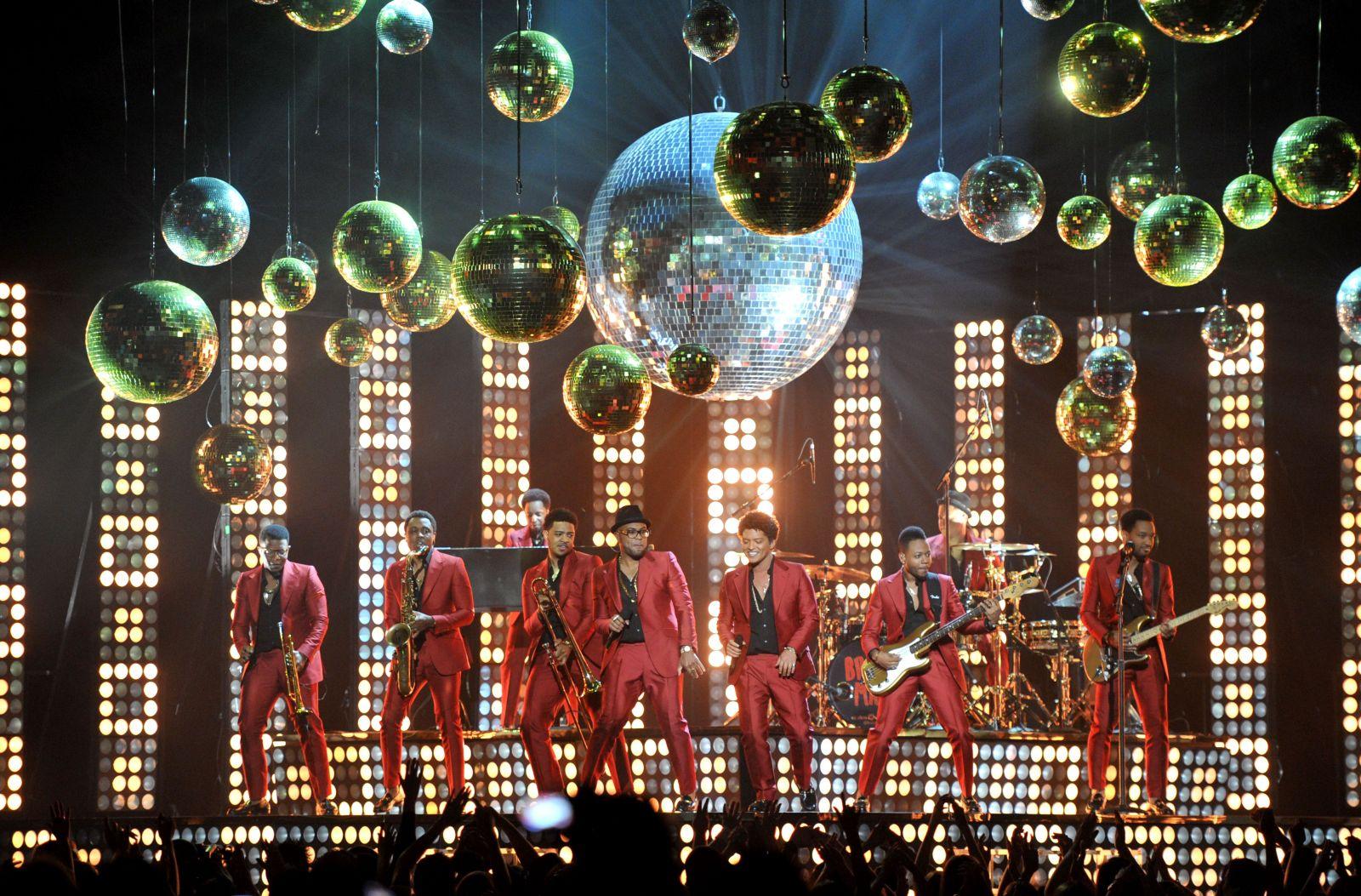 Звездам вручили награды на Billboard Music Awards-2013 - фото №2