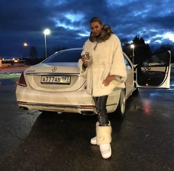 Анастасия Волочкова похвасталась водителем-лихачем, напугав поклонников высокой скоростью (ВИДЕО) - фото №1