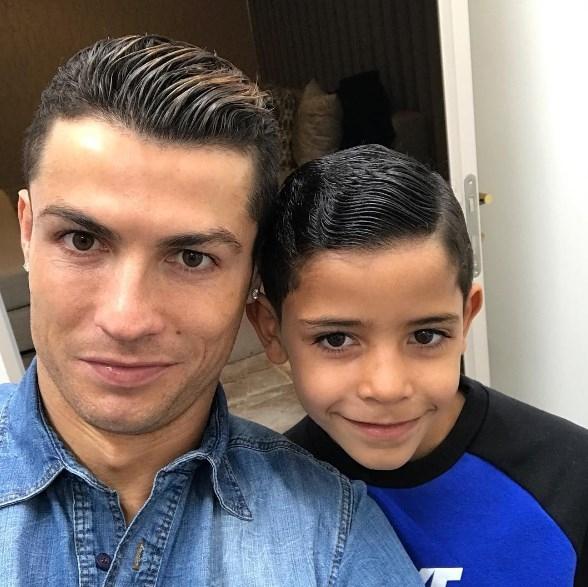 СМИ: Криштиану Роналду готовится стать отцом двойняшек - фото №2