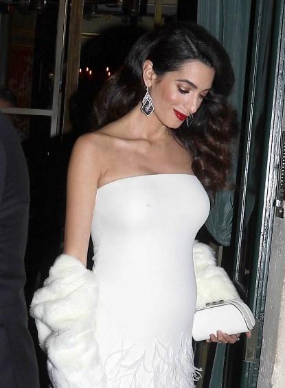 Счастливый Джордж Клуни с беременной женой восхитили очередным выходом в свет (ФОТО) - фото №3