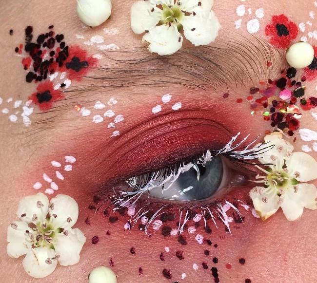 Слишком красиво: цветы-стрелки, как идея для макияжа на свадьбу, фотосессию или вечеринку - фото №10