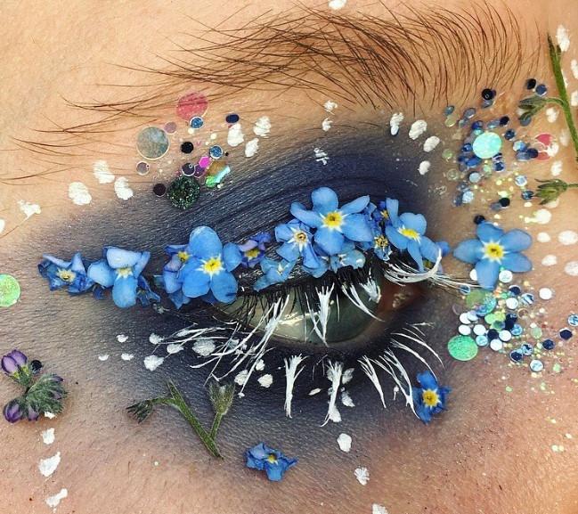 Слишком красиво: цветы-стрелки, как идея для макияжа на свадьбу, фотосессию или вечеринку - фото №6