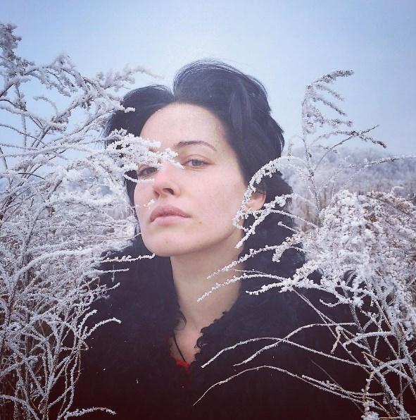Даша Астафьева шокировала деревенским образом в поле (ВИДЕО) - фото №1
