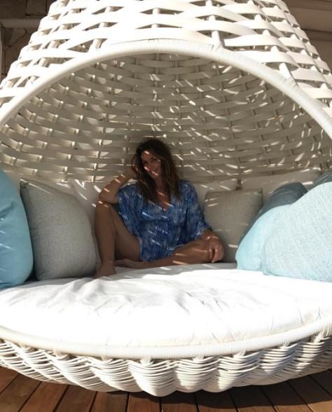Как отдыхают звезды: Синди Кроуфорд в Мексике восхитила фигурой в бикини (ФОТО) - фото №2