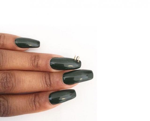 Вот это прокол: пирсинг-ногтей снова в трендах маникюра - фото №9