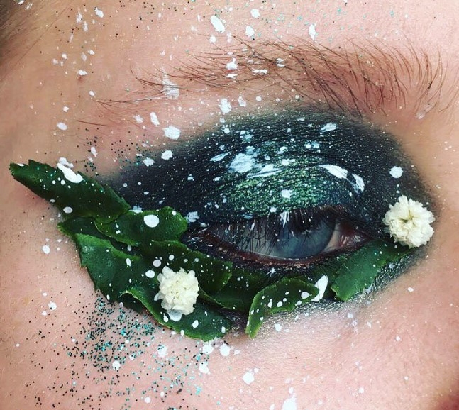 Слишком красиво: цветы-стрелки, как идея для макияжа на свадьбу, фотосессию или вечеринку - фото №1
