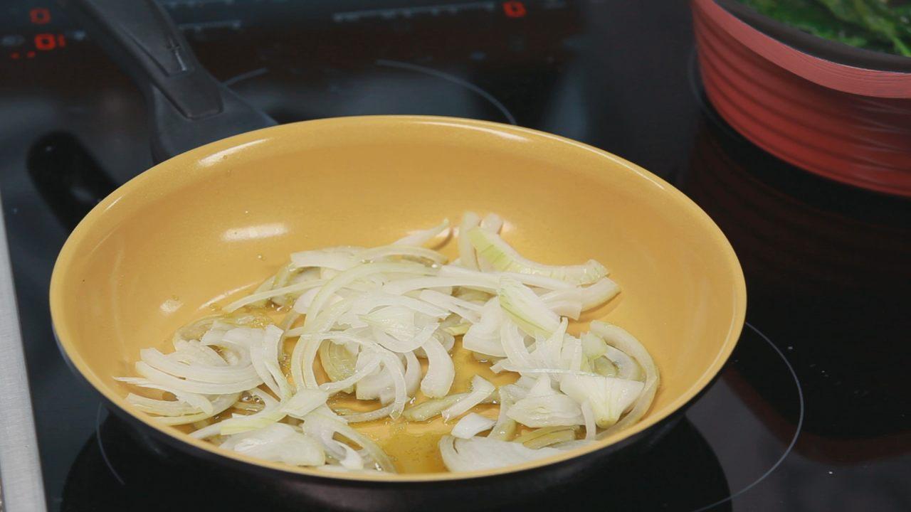 Бруски феты в шпинате с томатным соусом. Видео-рецепт - фото №4