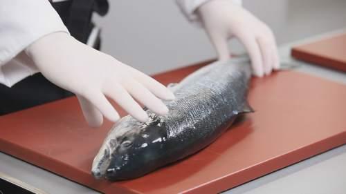 Как правильно разделывать лосося? Видео - фото №1