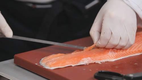 Как правильно разделывать лосося? Видео - фото №4