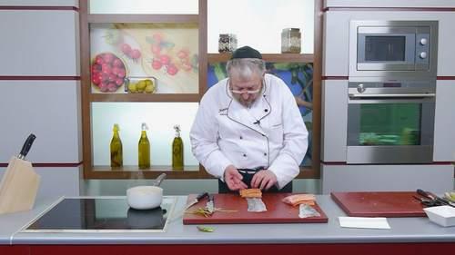 Запеченный лосось и салат с лососем в соусе понзу - фото №3
