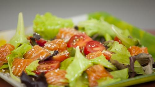Запеченный лосось и салат с лососем в соусе понзу - фото №14