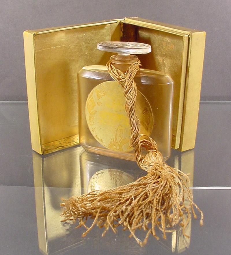 Ароматы весны 2015: женский парфюм с нотами табака - фото №5
