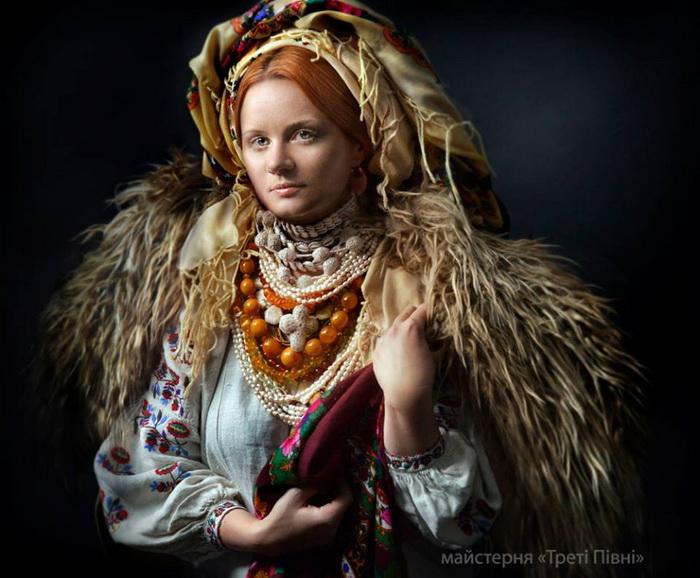 Красивые украинки: современные девушки и женщины в роскошных национальных костюмах - фото №3
