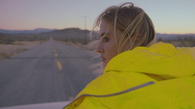 """Красивый символизм и яркие съемки в пустыне от LAYAH: премьера клипа """"Навсегда"""" (ВИДЕО) - фото №2"""