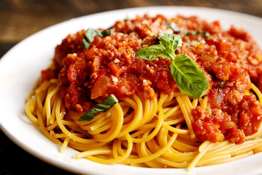 Как приготовить пасту с соусом болоньезе: вегетарианский рецепт - фото №2