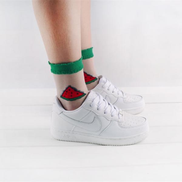 Очень нежно: как носить и сочетать прозрачные носки с узором - фото №10