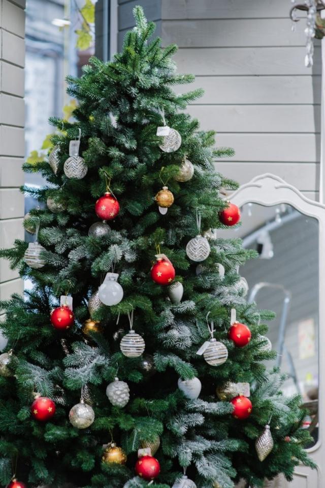 Красиво, как в кино: советы, как украсить дом к Новому году - фото №2