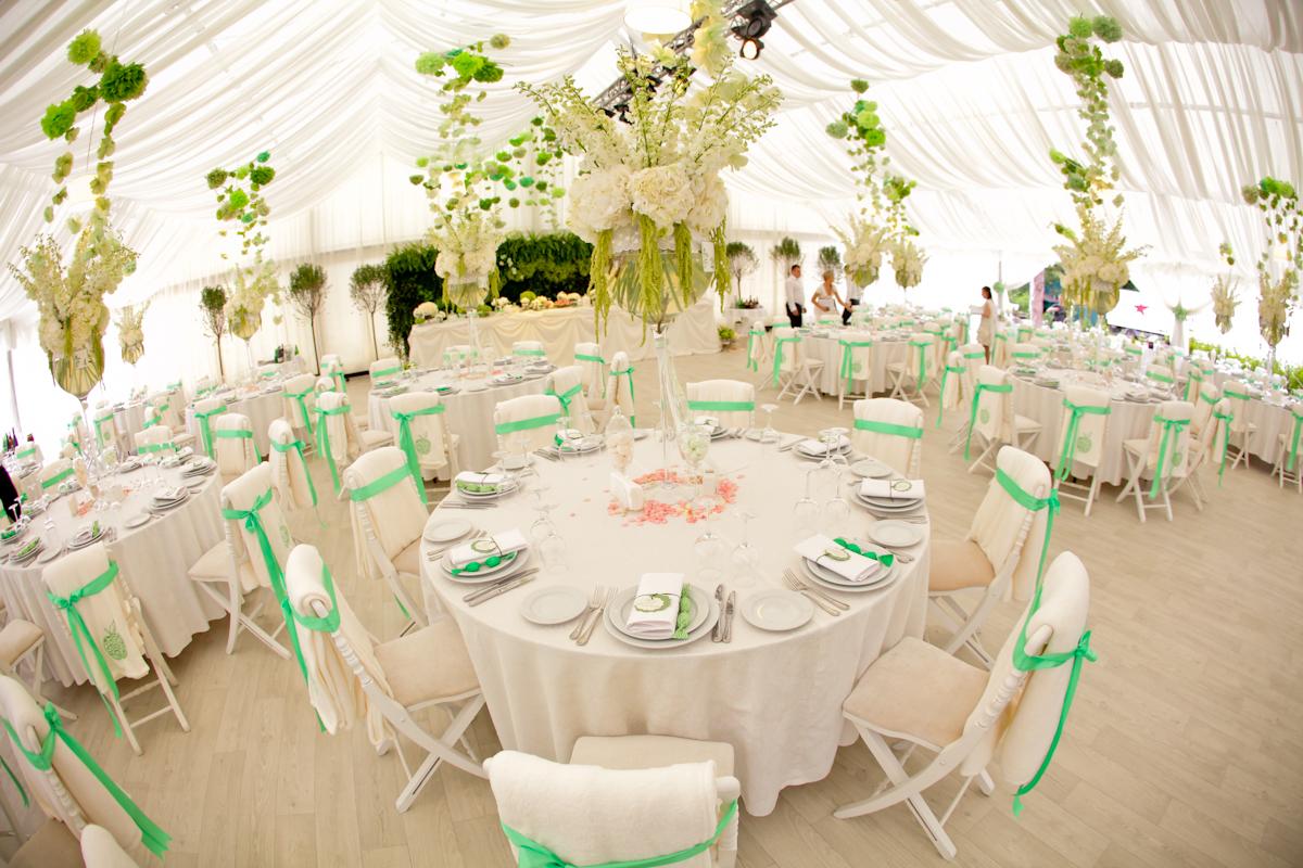Как правильно расставить столы на свадьбе? - фото №1
