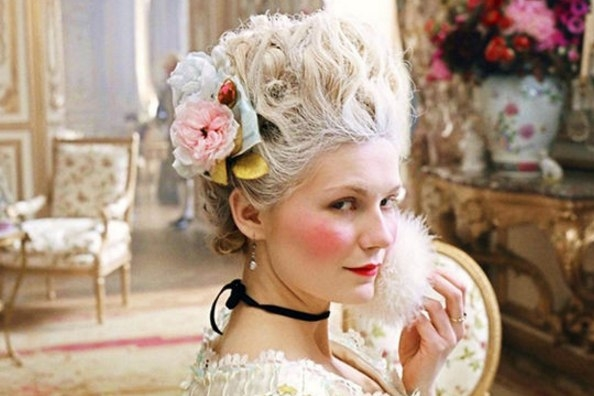 От угля до бьюти-блендера: как развивалась косметическая индустрия с древнейших времен - фото №9