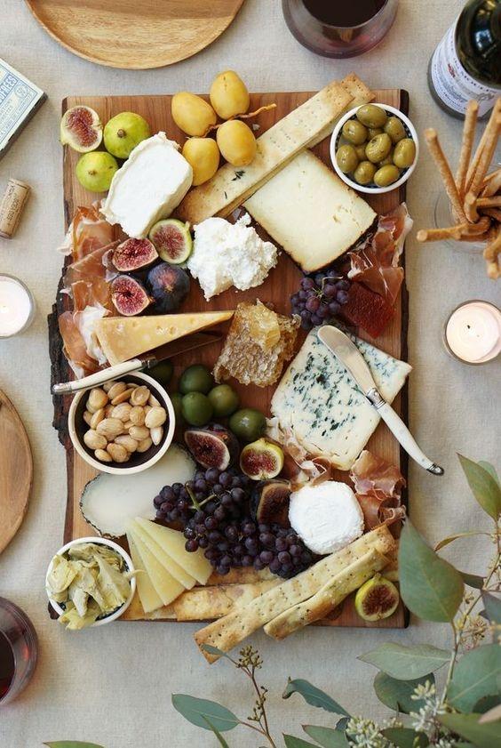 Как правильно есть мягкий сыр и как правильно сервировать сырную тарелку - фото №3