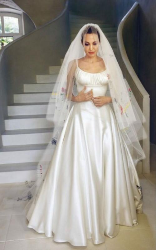 джоли снова выходит замуж