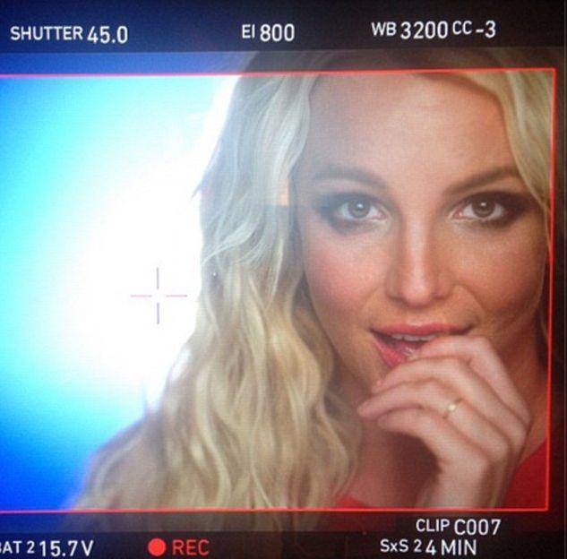 Бритни Спирс показала обручальное кольцо - фото №1