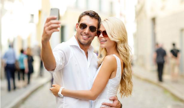 пара желает познакомиться с молодым человеком