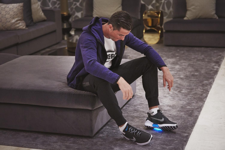 a95ec807 Nike представил кроссовки будущего HyperAdapt 1.0 и приложение Nike+