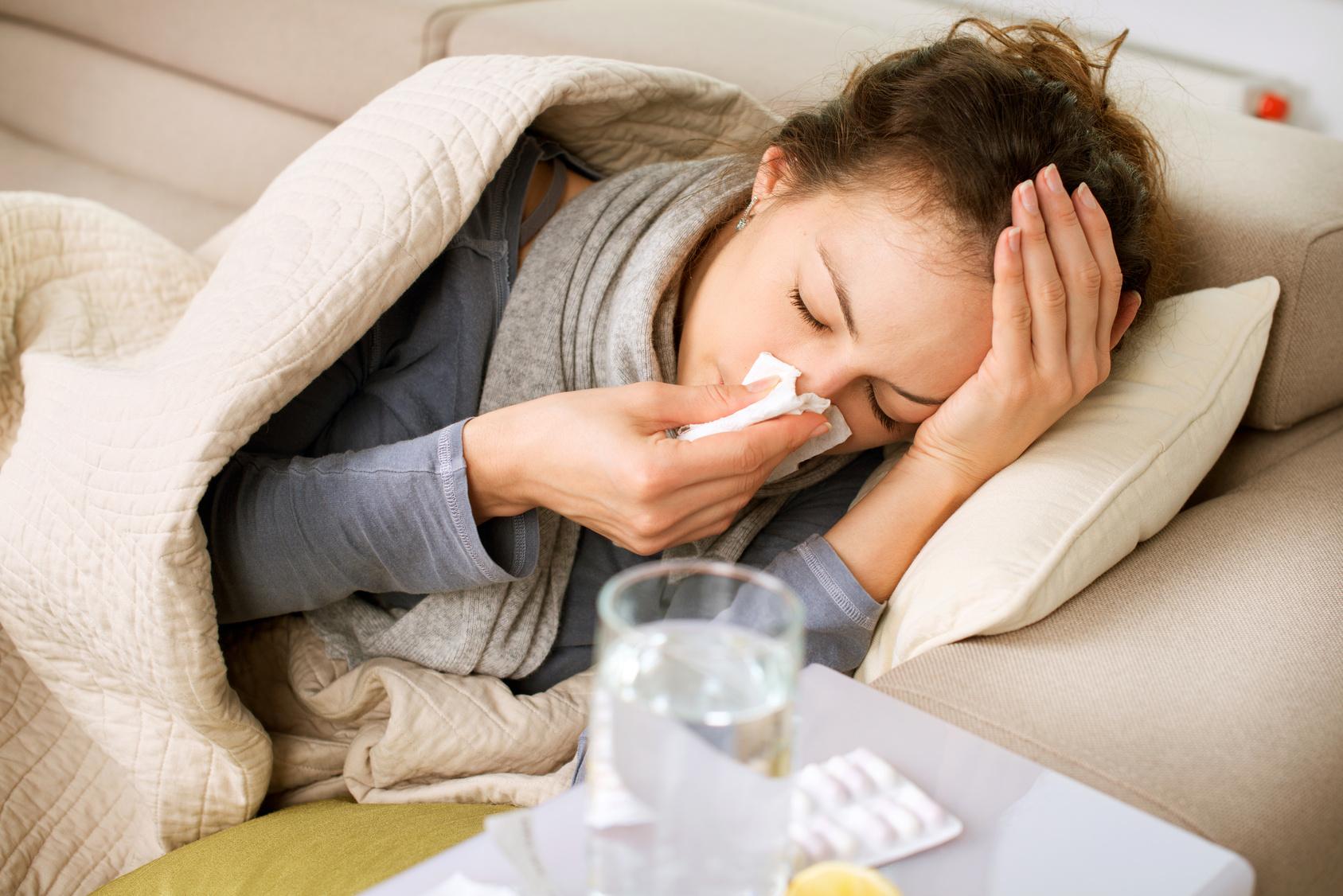 Как повысить иммунитет осенью  4 действенных рецепта для укрепления иммунной  системы взрослого человека   Повышение иммунитета   Средства для иммунитета  ... caf780ff607