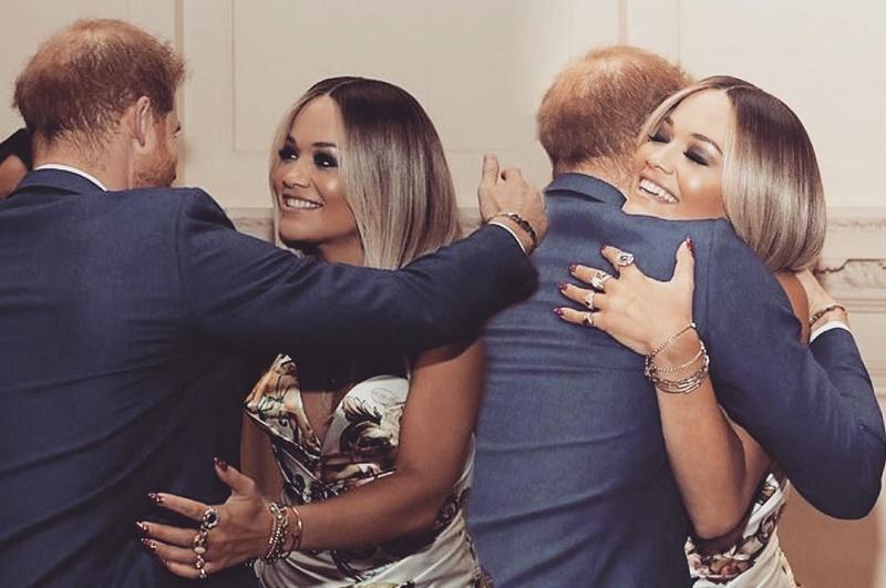 Как давние друзья: принц Гарри и Рита Ора блеснули на благотворительно