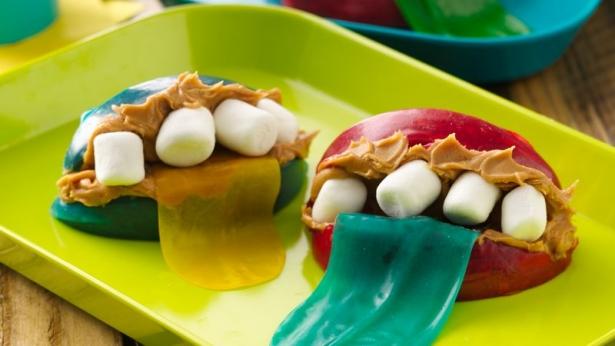 Простые рецепты на Хэллоуин: как из обычных продуктов сделать съедобный декор к празднику - фото №3
