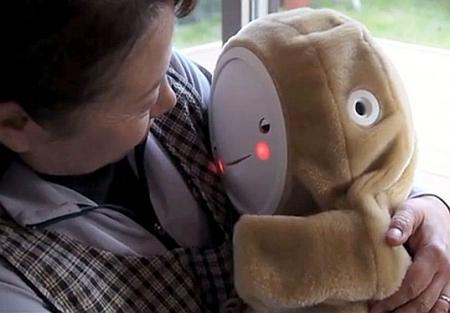 Изобрели робота для бабушек - фото №1