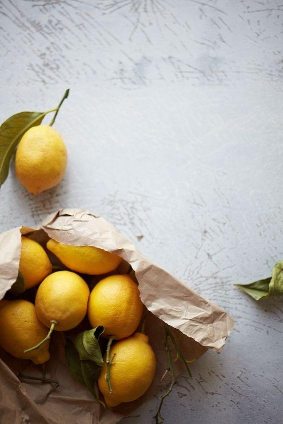Лимон всему голова: как использовать лимон для ухода за кожей и ногтями (укрепление, отбеливание и скраб) - фото №2