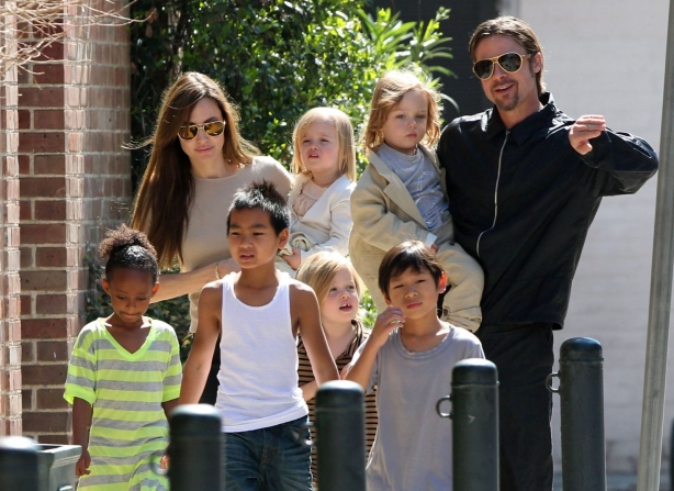 Брэд и Анджелина с детьми