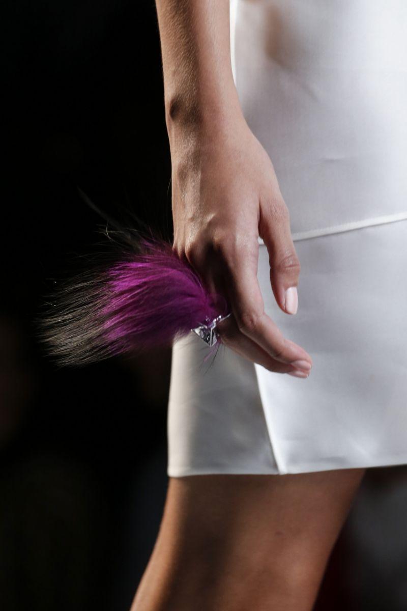 Кольца из меха от Fendi - фото №4