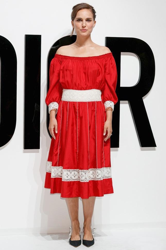 натаи портман красное платье эмодзи фото