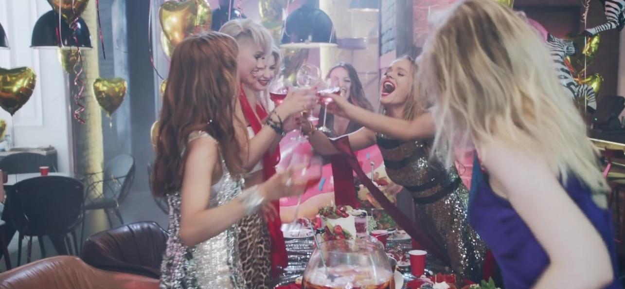 Как группа REAL O показала шарж на девичник в новом клипе - фото №2