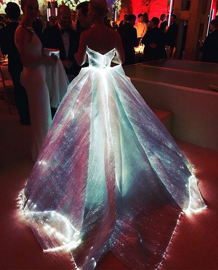 Что случилось с Met Gala 2016: платье Золушки, серебряные дровосеки и другие персонажи красной дорожки Бала Института костюма