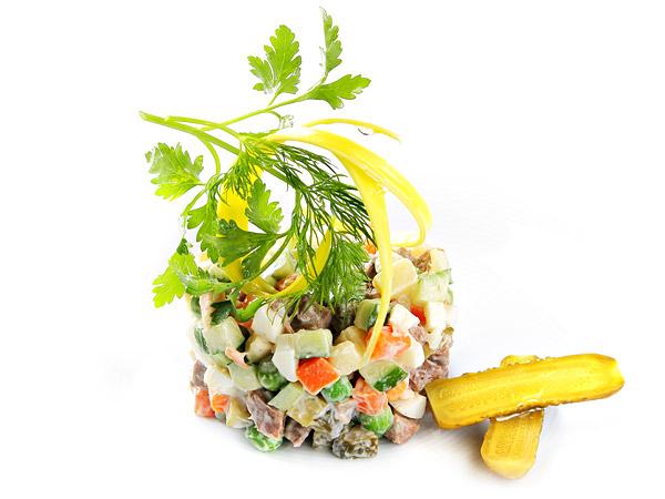 Новогодние рецепты 2014: салат оливье - фото №2