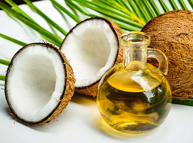 Как убрать растяжки с помощью кокосового масла - фото №1