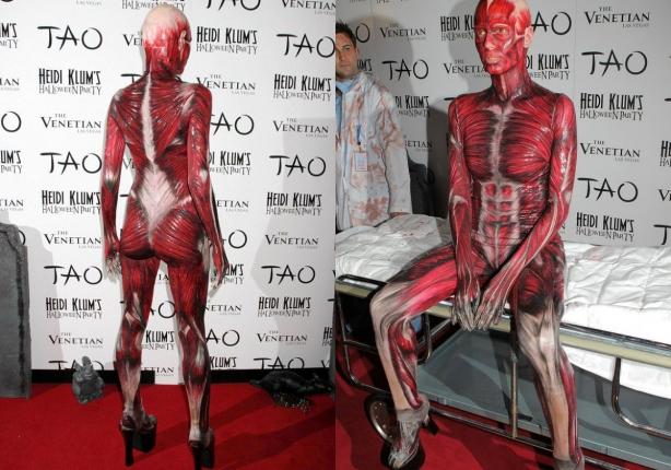 Неповторимая Хайди Клум: потрясающие костюмы супермодели на Хэллоуин - фото №11